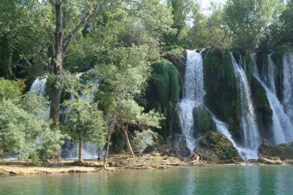 waterfall-332178_1920